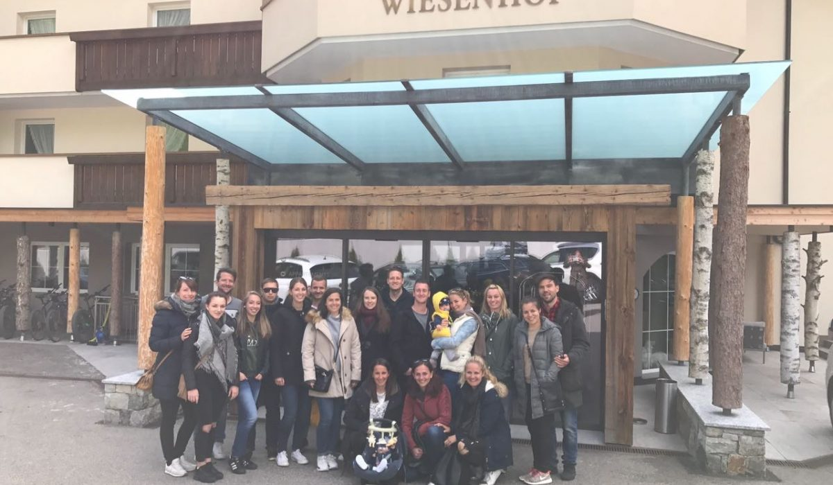 Gruppe vor Wiesenhof