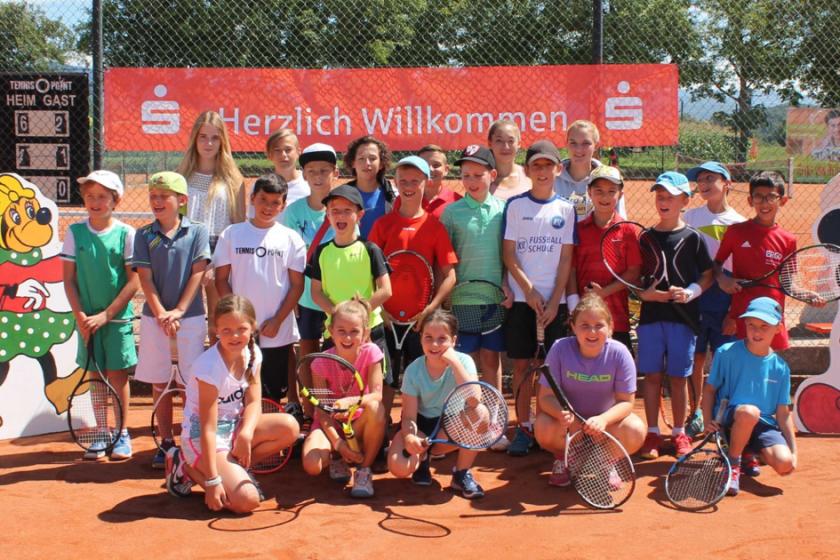 Mini-Midi-Kids Cup 2017 mit Bezirksmeisterschaften Kleinfeld: TCB-Nachwuchs sicherte sich zahlreiche Podestplätze